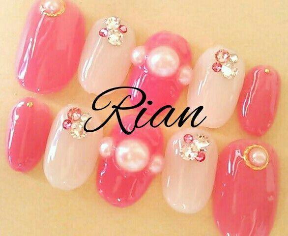 ピンクのかわいいパールネイル