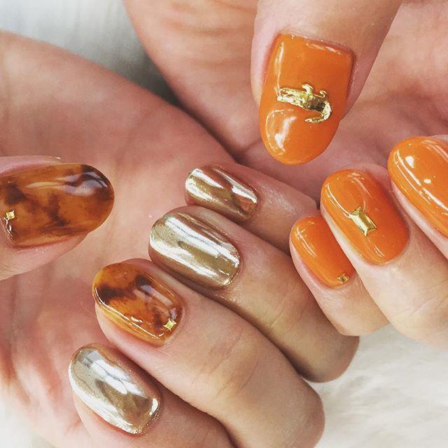 オレンジカラー×べっ甲ネイル