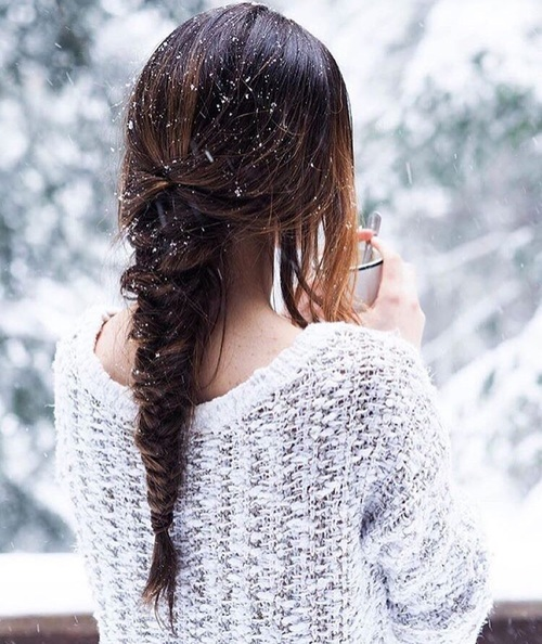 just chillin' with ma HOT COCOA   We Heart It   hair, snow, and braid (521497)